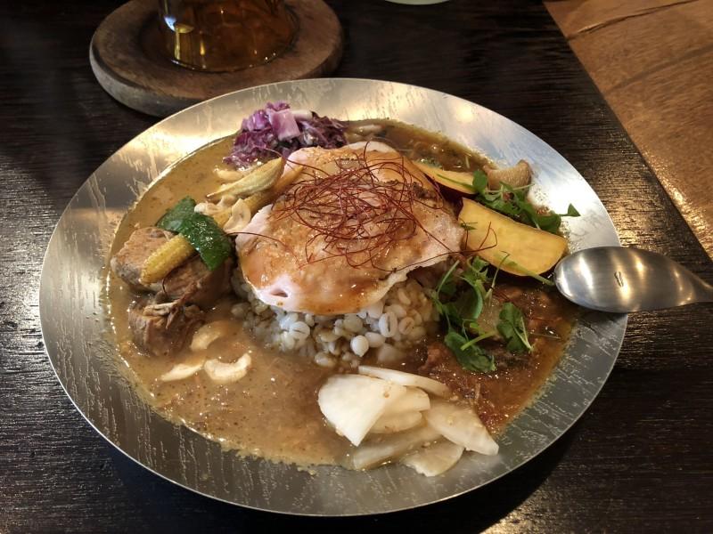 心斎橋、南船場ヤドカリースタイルの「soratobu curry」でカレーを食べる。