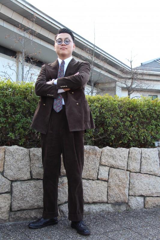 岸和田で新成人を迎えられるお客様のオーダースーツを撮影してきました。
