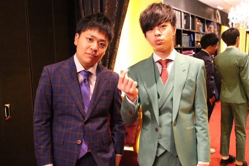 期待の高校生お笑い芸人のお二人に、オーダースーツで舞台衣装をお仕立てさせていただきました。