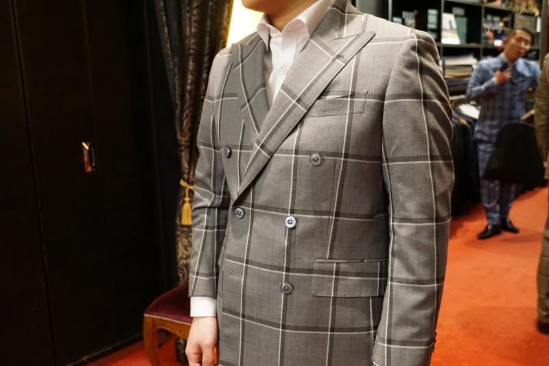 ダブルブレストスーツ