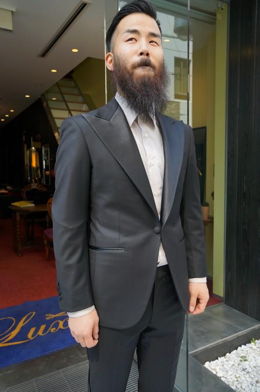 海外挙式のタキシード、新郎様のウェディング衣装もオーダースーツで。