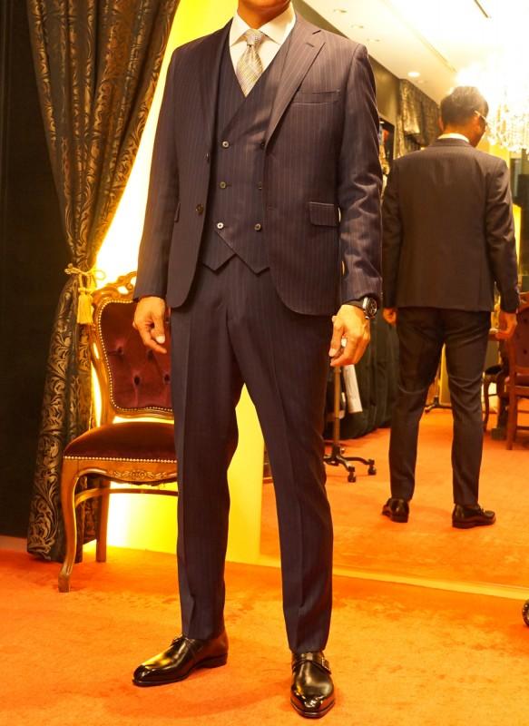 結婚式の参列にドーメル社「メヌエット」のオーダースーツは最高です。