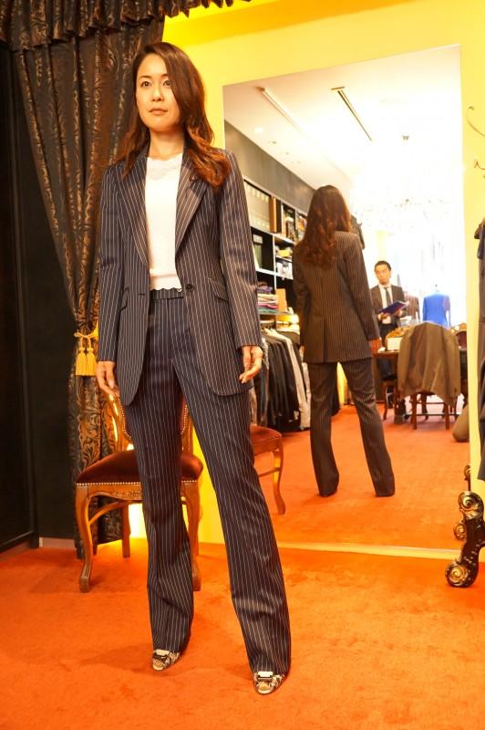 女性のためのキャリアウーマンレディースオーダースーツ
