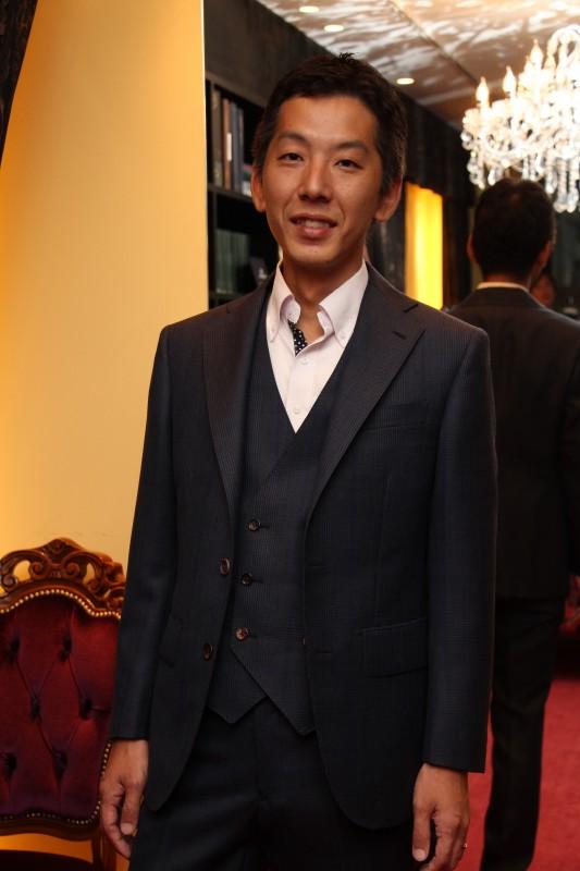 日本のクールビズスタイルにおすすめ、おしゃれなモヘアスーツ。
