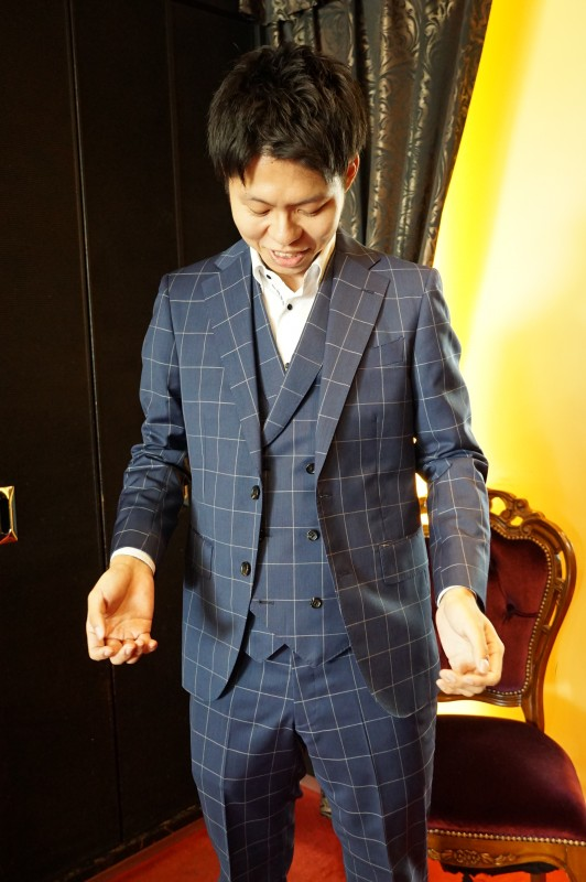 信頼と安心感、ビジネスマンはネイビーのオーダースーツを5着仕立てても損は無し。