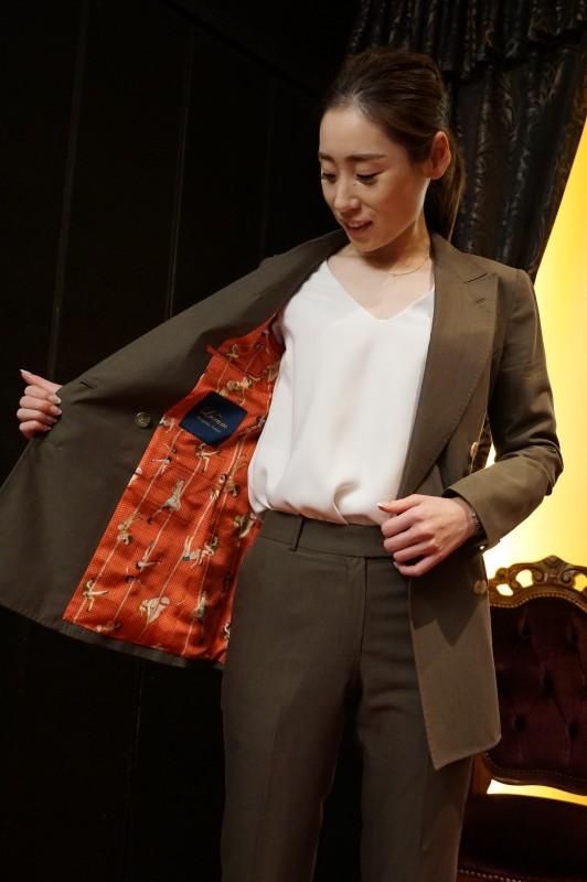 レディースのオーダースーツを大阪でお考えならばラグマまで。