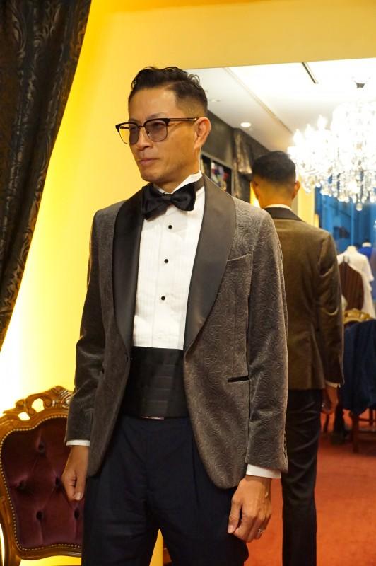 新郎衣装、結婚式のオーダースーツはタキシードをおすすめします。