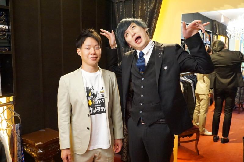 お笑い芸人「パンドラ」、伊東様と福田様の舞台衣装が完成。オーダースーツでパリッとした印象を装う。